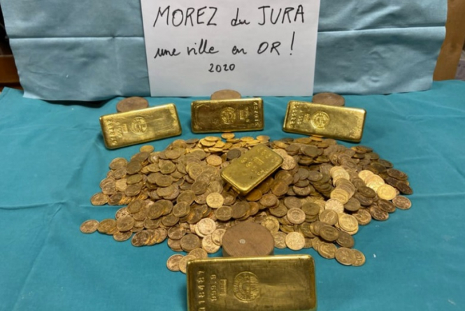 The discovered gold bars and coins. €650,000 of gold found in jam jars in junk-filled French house