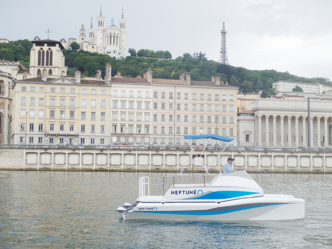 Neptuneo boat also cleans water