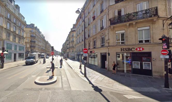 Signs at the no entry crossroad on Rue de Rivoli. Confusion over Paris crossroad where all exits block non-local cars