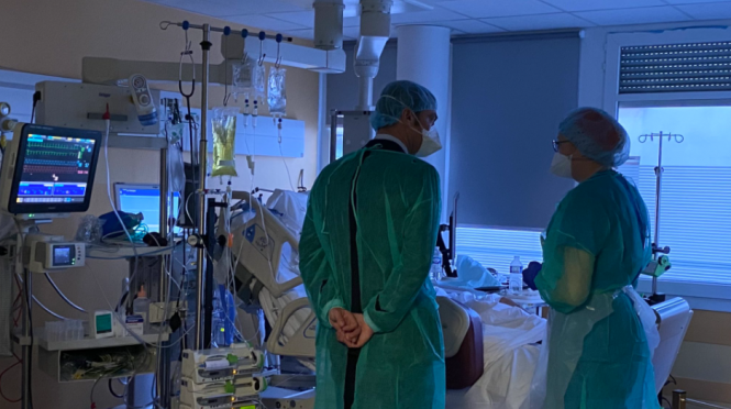Health Minister Olivier Véran visits healthcare workers in an intensive care clinic in Ile-de-France. New France lockdown could last 'beyond December 1' due to hospital overload, case spread, and winter season