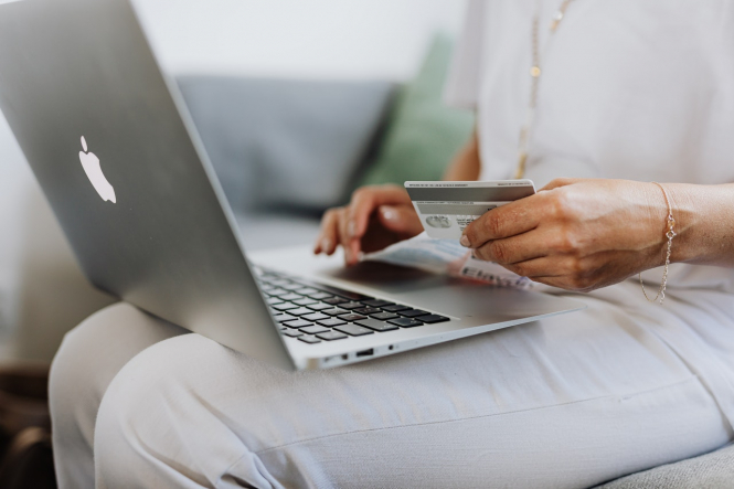A woman shopping with a credit card online. Victims of credit card fraud in France must be paid back within a day