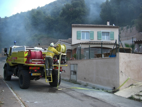 Pictured: forest fire specialists forestiers sapeurs have yellow vehicles. Photo: Aussie Oc  /  wikimedia commons.