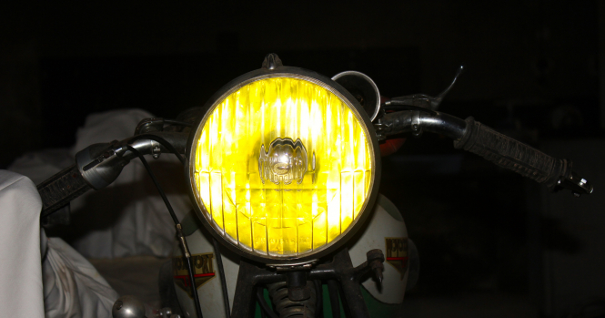 yellow headlights were compulsory in France for 50 years