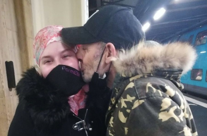 The father and daughter kiss after meeting for the first time in 14 years. Good news: French man and daughter reunited after 14 years