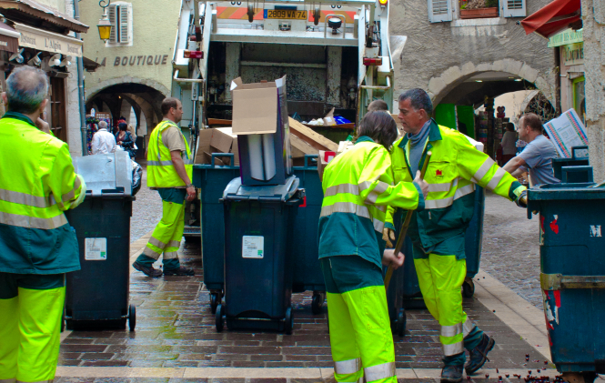 Rubbish collection workers emptying bins into a truck. A rubbish collector in Caen has taken his own life after being fired