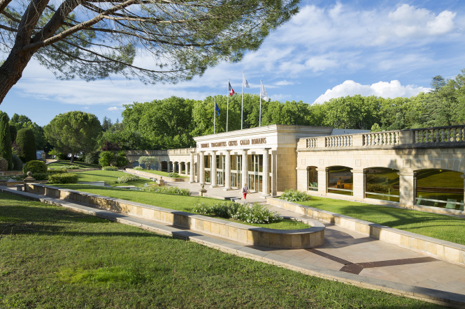 The spa station Greoux-les-Bains in Provence. How reimbursed health stays at thermal spa centres in France work