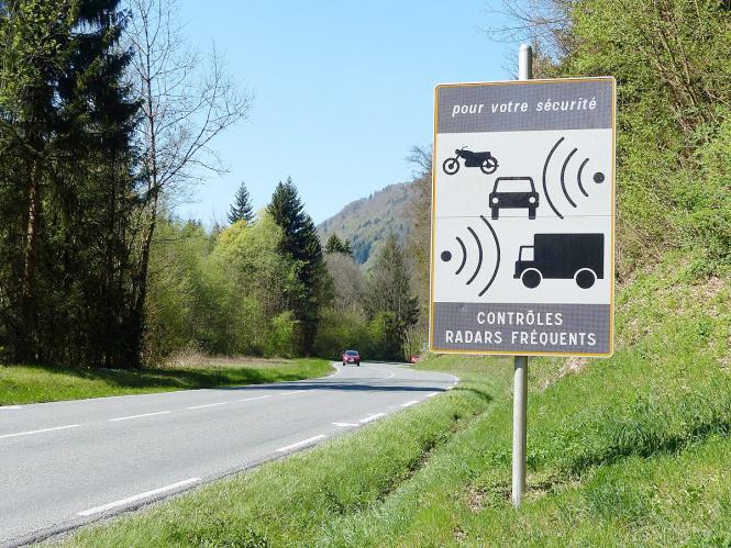 French speed radar warning sign