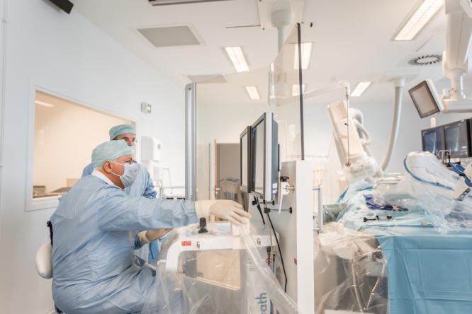 Surgeons using Robocath technology. Connexion October print edition.
