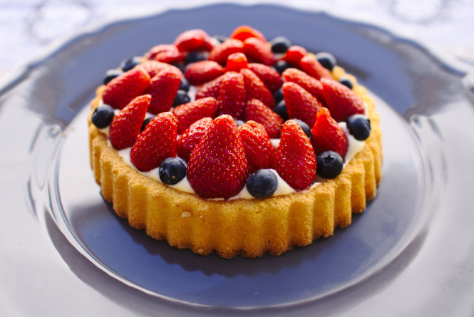 Tart with strawberries. Charity organises desserts for elderly alone at Christmas