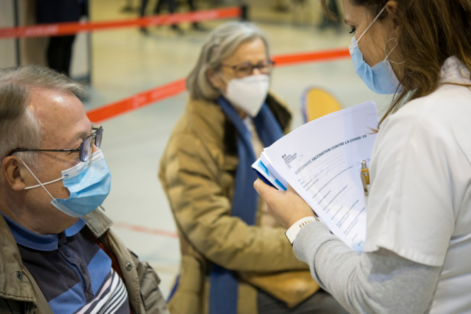 Two people at a vaccination centre in France