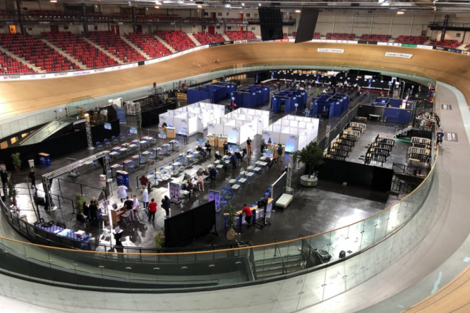 A vaccinodrome centre being set up at the velodrome in Saint-Quentin-en-Yvelines. Covid France: 35 mass vaccine centres to open with army help