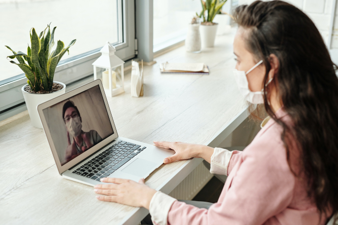 A video call with masks. France lockdown: Can I drive a friend to the doctor?