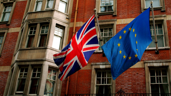 The EU and the UK flags flying side by side. How visas, residency cards and the 90/180 day rule will work for Britons in France after January 1, 2021.