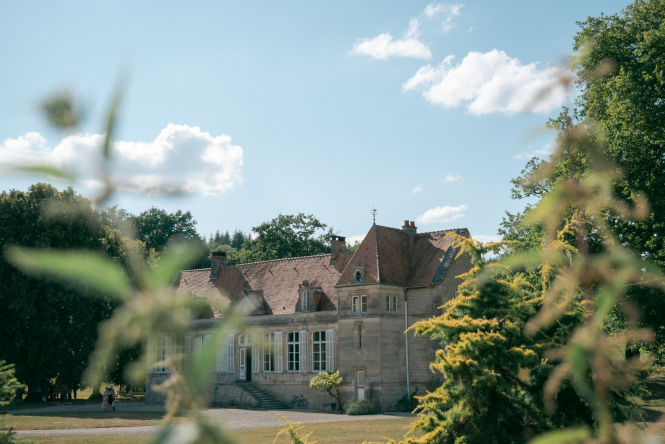 Big grey house on grass in Ferme de Ruetz, Bayard-sur-Marne, France. Article: What tax breaks are there on sale of a maison secondaire in France? Photo by Aurélien Dockwiller / Unsplash