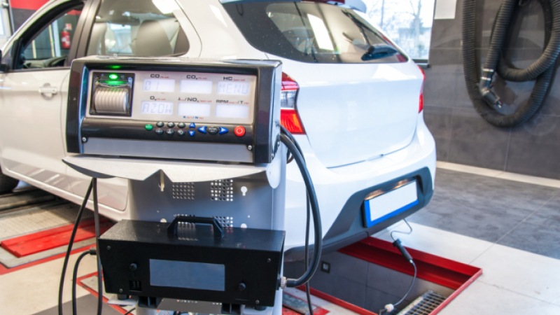 Exhaust emissions being checked during a controle technique test
