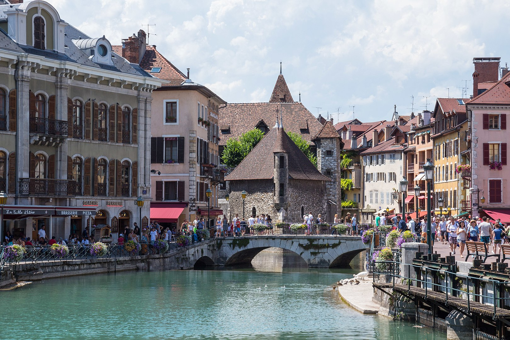 Vivre A La Rochelle 2-year study reveals the best place to live in france