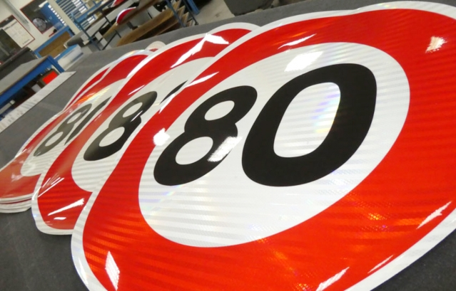 80kph speed limits signs