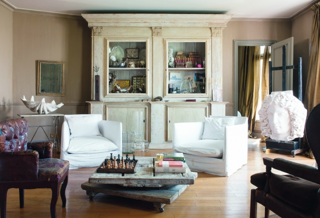 A Home in Paris living room