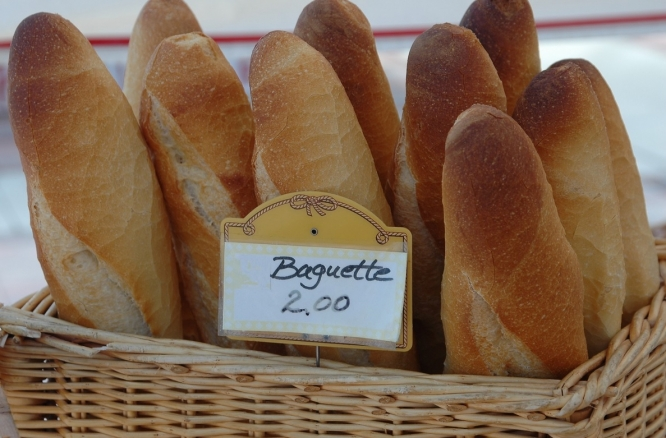 Emmanuel Macron calls for UNESCO status for French baguette