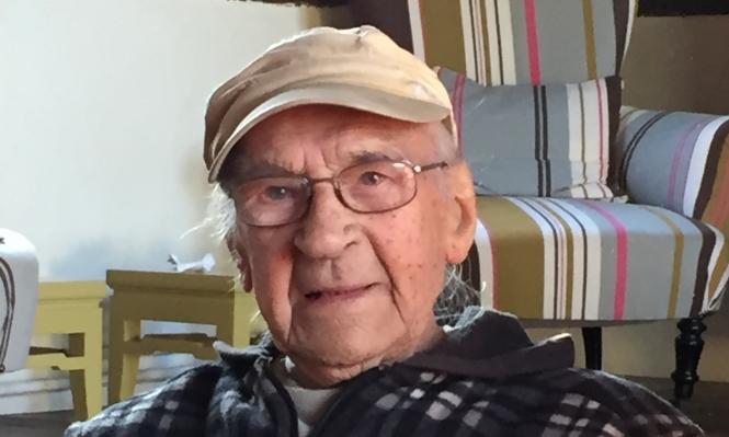 D-Day veteran Bob Jones proudly displays his Légion d'Honneur medal