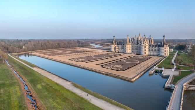 Hollande inaugurates chambord s restored gardens for Jardin a la francaise