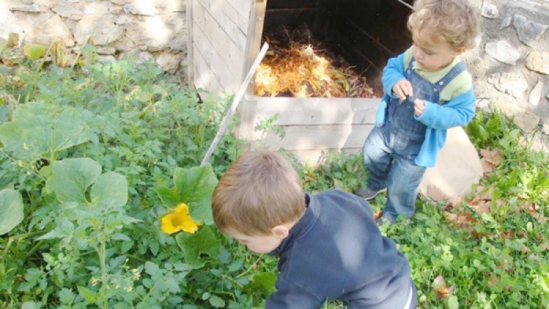 Children gardening at Ecolo Creche