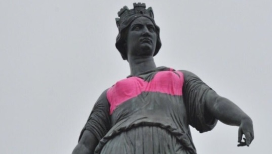 Why lille s goddess statue is wearing a hot pink bra