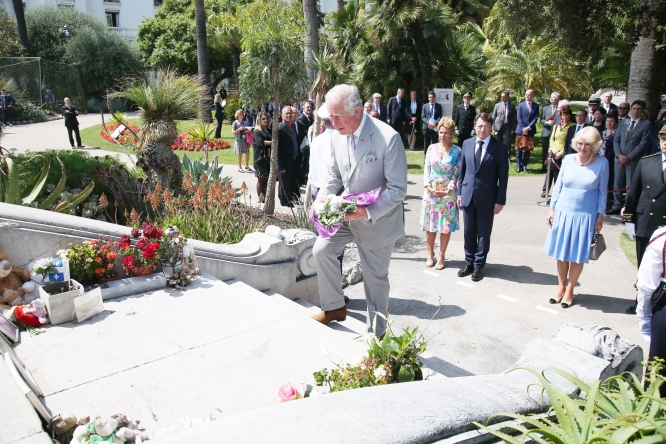 Prince Charles lays flowers on a Nice memorial
