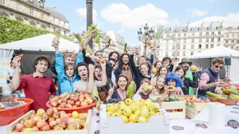 Slow Food event Paris making soup