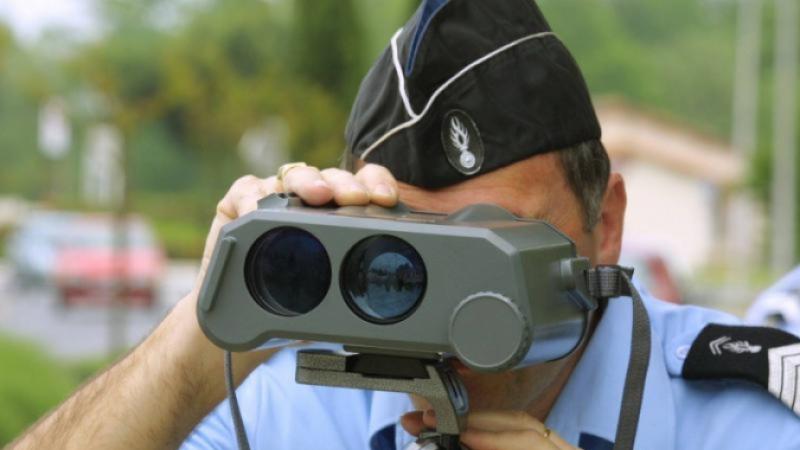 Gendarme looks through speed trap camera