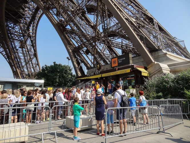 Eiffel Tower closed down during security guard strike