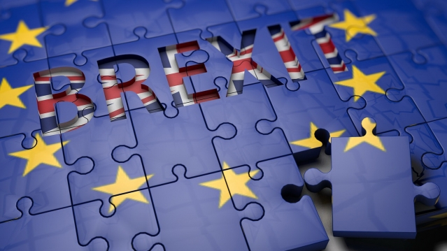 Jigsaw of EU flag saying Brexit in middle and with one piece coming out