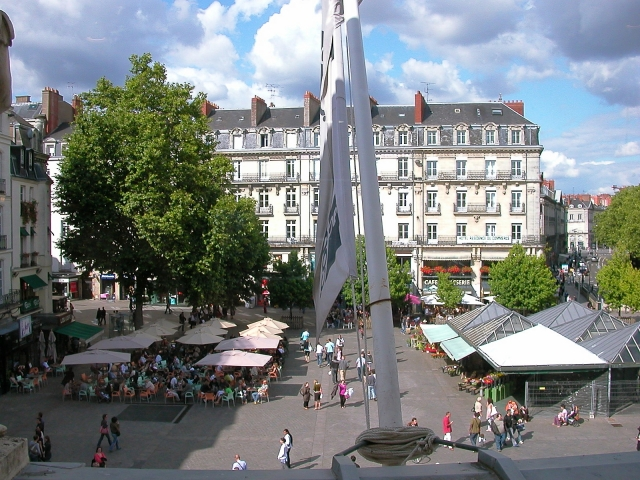 High-level view of Place du Commerce in Nantes