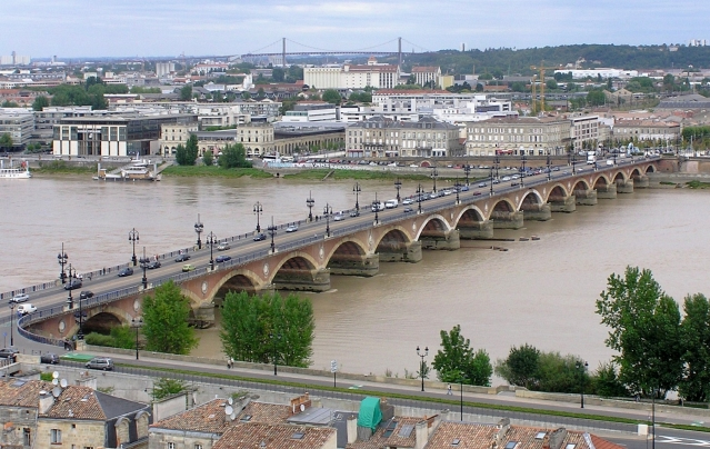 Long-range shot of the Pont de Pierre, which crosses the River Garonne in the centre of Bordeaux