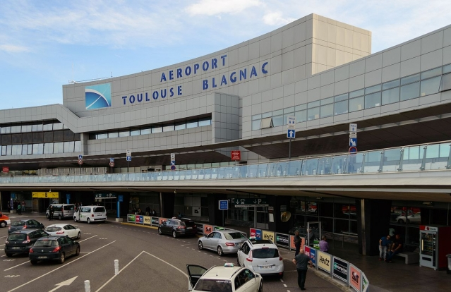 General view of the exterior of the terminal at Toulouse-Blagnac airport